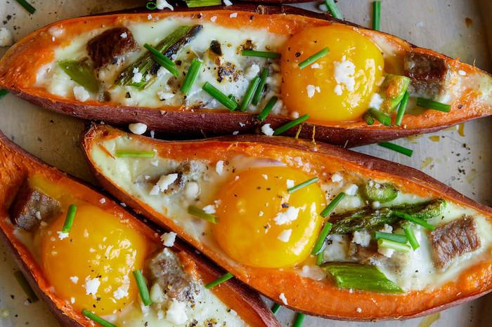barcos de batatas con huevos estrellados como preparar batatas platos para el verano