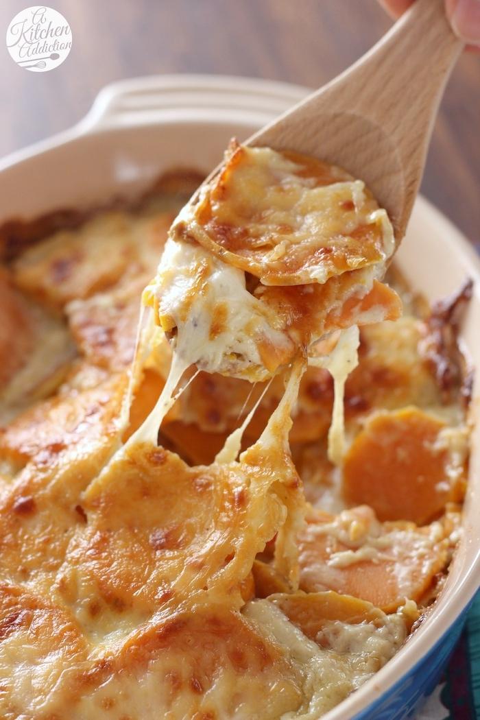 cacerola con quesos y batatas batata asada fotos de platos saludables y daciles de hacer