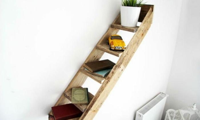 como hacer una estanteria con palets escalera decorativa libros juguetes maceta planta ideas para decorar la casa