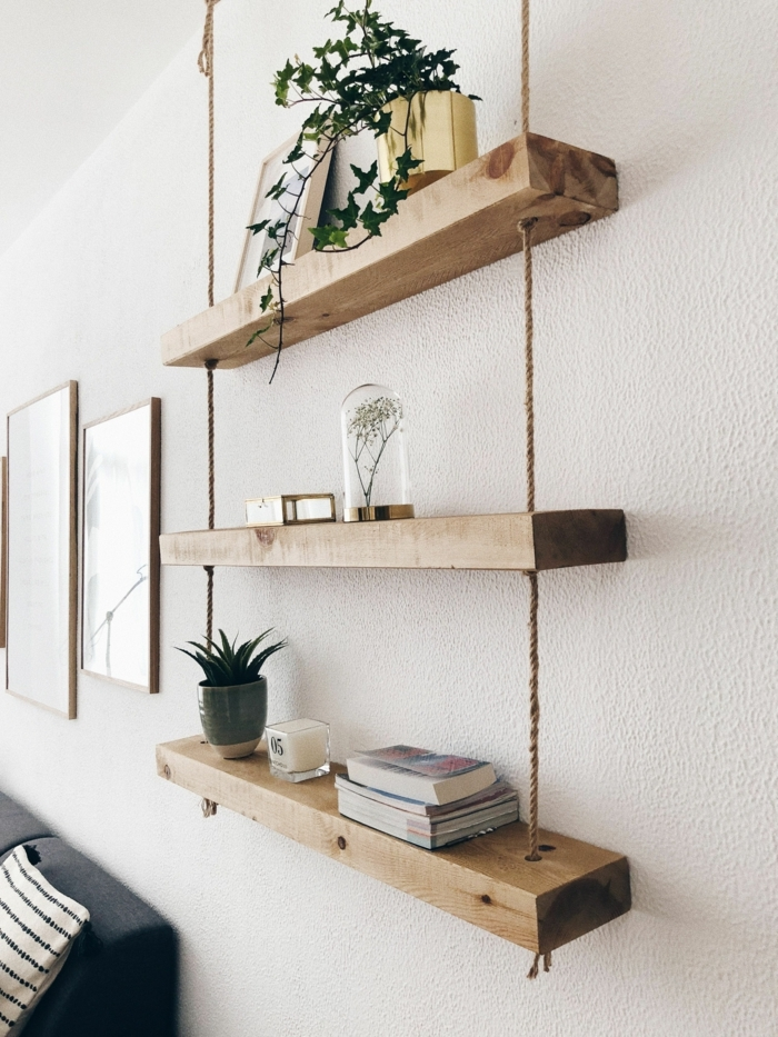decoracion con palets original y bonita estante colgante para decorar tu salon paredes blancas plantas verdes