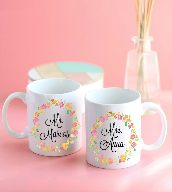 ideas simpaticas que regalar en una boda tazas de cafe con iniciales mr mrs ideas de regalos utiles originales