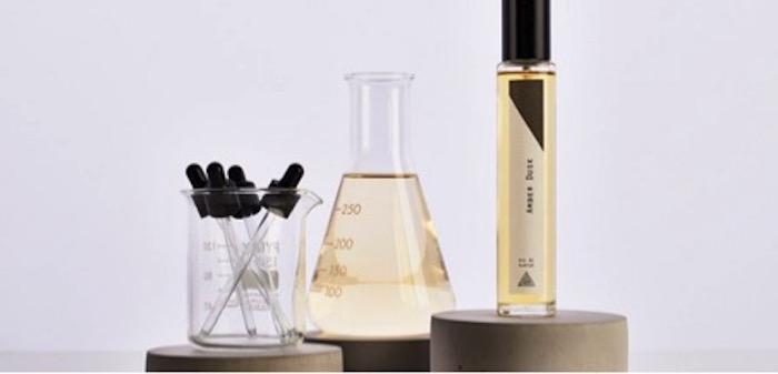 cómo elegir perfume para una mensor mujer con dispensadores de perfume