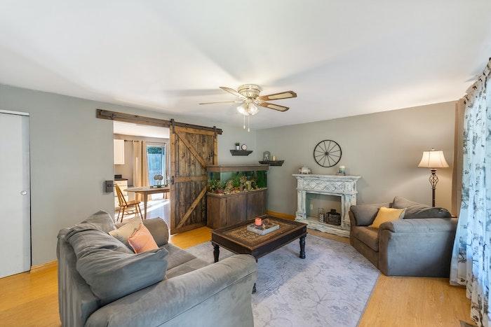 living comedor en gris estilo rústico gris sofa para living con sillón en alfombra de madera gris