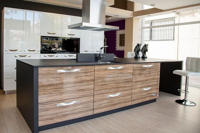 cocina con diseno violeta