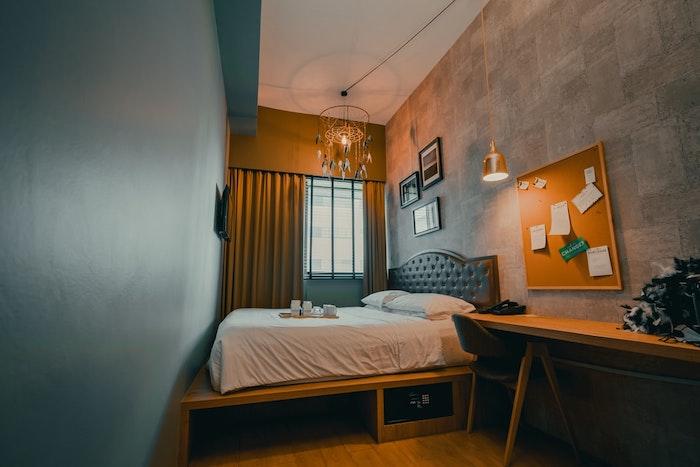 dormitorio en estilo industrial paredes de cemento pared en verde