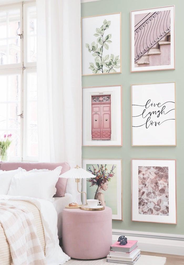 hermosa pared en verde pastel con pinturas en la sala
