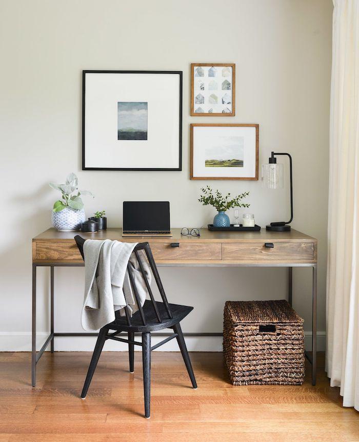 hogar oficina esquina con hermosos paneles de pared pinturas pastel pared con escritorio de madera masif