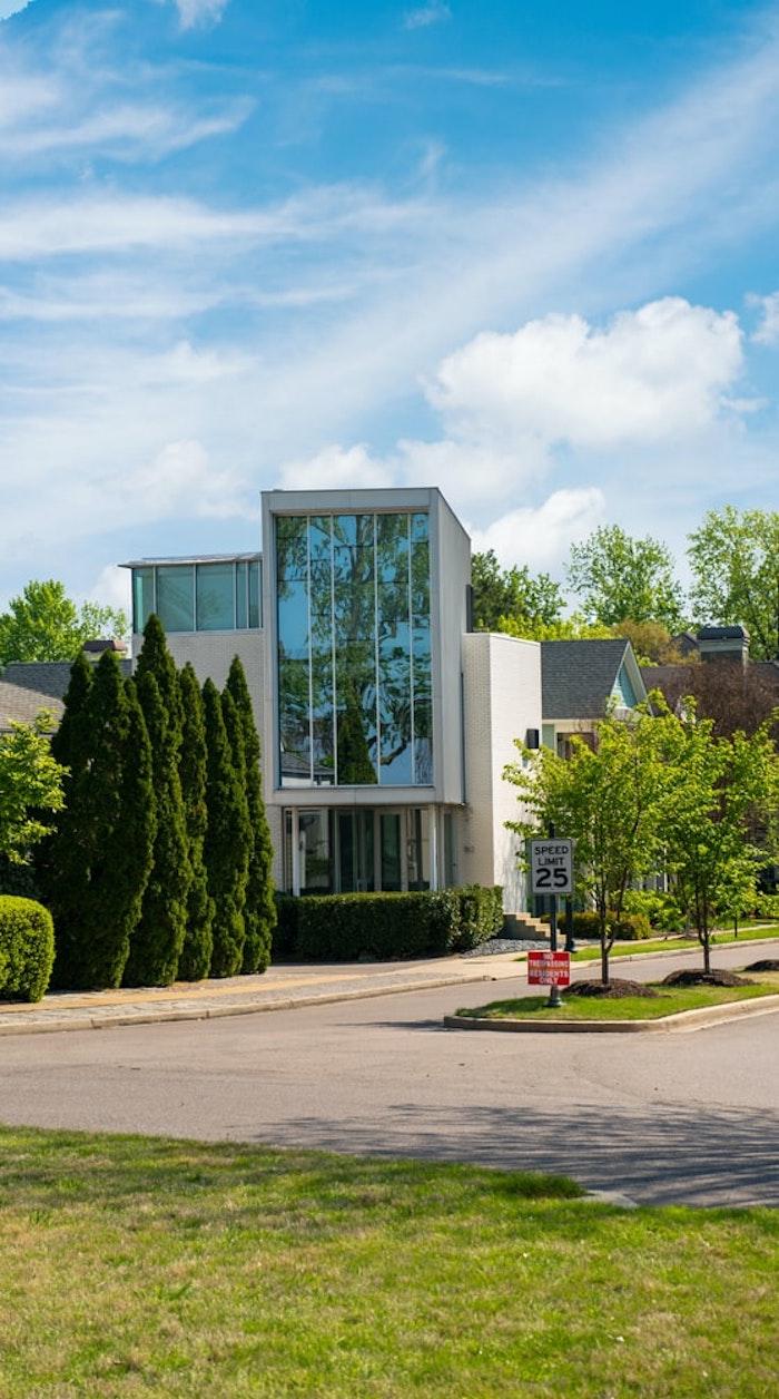 diseñador hogar construido de vidrio