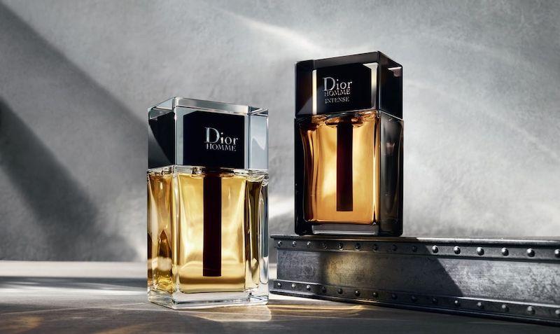 perfume dior en una botella de vidrio con negro