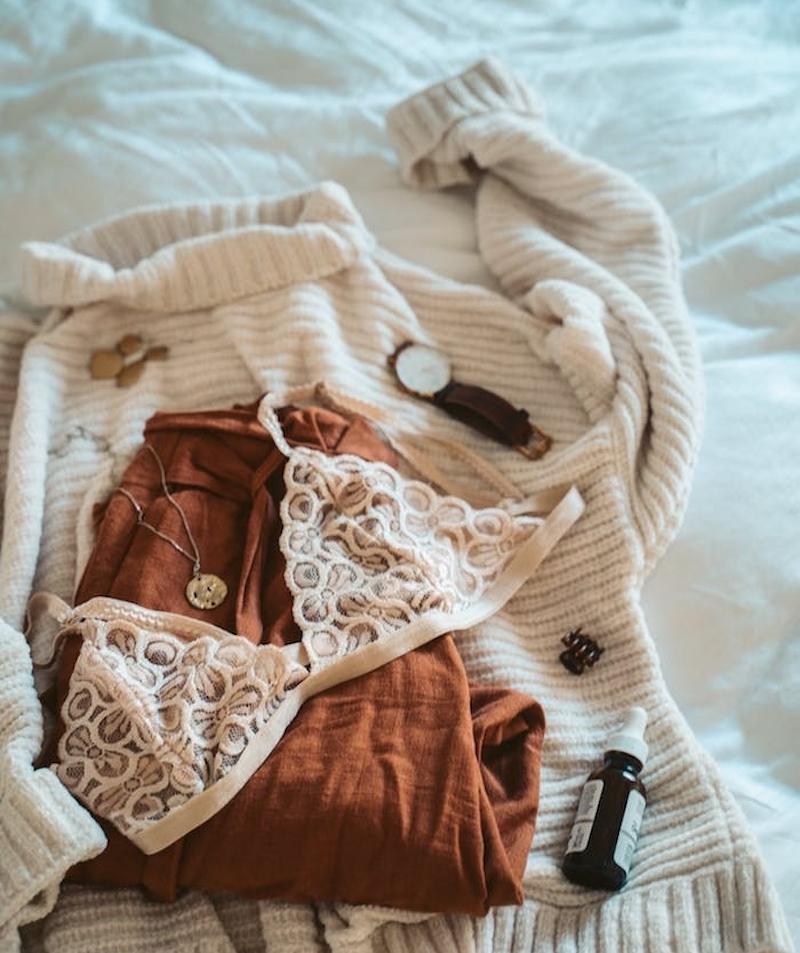 sujetador sin reloj banel y ropa de moda